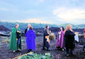 Dawn ceremony at Lindow Moss